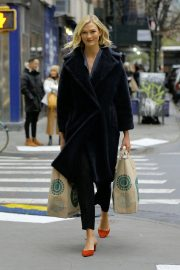 Karlie Kloss Out Shopping in New York 2018/11/30 1