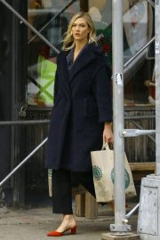Karlie Kloss Out Shopping in New York 2018/11/30 2