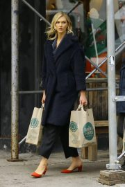Karlie Kloss Out Shopping in New York 2018/11/30 3
