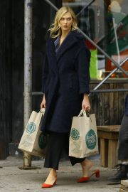 Karlie Kloss Out Shopping in New York 2018/11/30 7