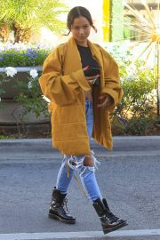 Karrueche Tran in Ripped Jeans Out Shopping in Beverly Hills 2018/12/28 6