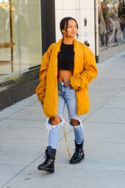 Karrueche Tran in Ripped Jeans Out Shopping in Beverly Hills 2018/12/28 8