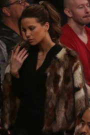 Kate Beckinsale at Lakers vs Indiana Pacers Game at Staples Center 2018/11/29 9
