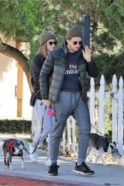 Kate Mara and Jamie Bell Out with Their Dogs in Los Angeles 2018/12/15 5
