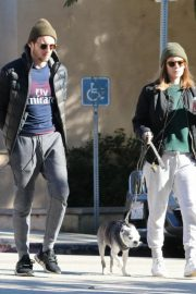 Kate Mara and Jamie Bell Out with Their Dogs in Los Angeles 2018/12/15 9
