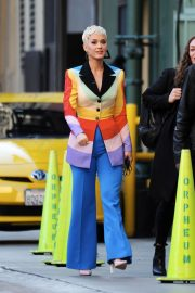 Katy Perry arrives on The Set of American Idol in Los Angeles 2018/12/13 2