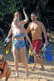 Katy Perry in Swimsuit at a Beach in Hawaii 2018/12/27 3