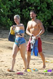 Katy Perry in Swimsuit at a Beach in Hawaii 2018/12/27 4