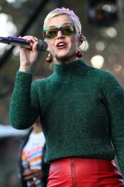 Katy Perry Performs at One Love Malibu Festival Benefit Concert in Calabasas 2018/12/02 3