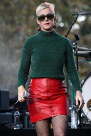 Katy Perry Performs at One Love Malibu Festival Benefit Concert in Calabasas 2018/12/02 4