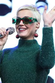 Katy Perry Performs at One Love Malibu Festival Benefit Concert in Calabasas 2018/12/02 5