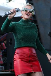 Katy Perry Performs at One Love Malibu Festival Benefit Concert in Calabasas 2018/12/02 7