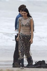 Kendall Jenner on the Set of a Photoshoot at a Beach in Malibu 2018/12/15 1