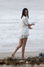 Kendall Jenner on the Set of a Photoshoot at a Beach in Malibu 2018/12/15 6