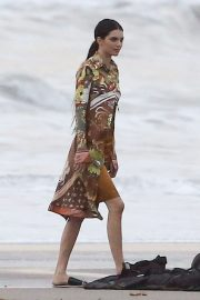 Kendall Jenner on the Set of a Photoshoot at a Beach in Malibu 2018/12/15 10