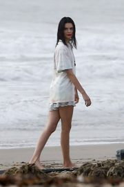 Kendall Jenner on the Set of a Photoshoot at a Beach in Malibu 2018/12/15 14
