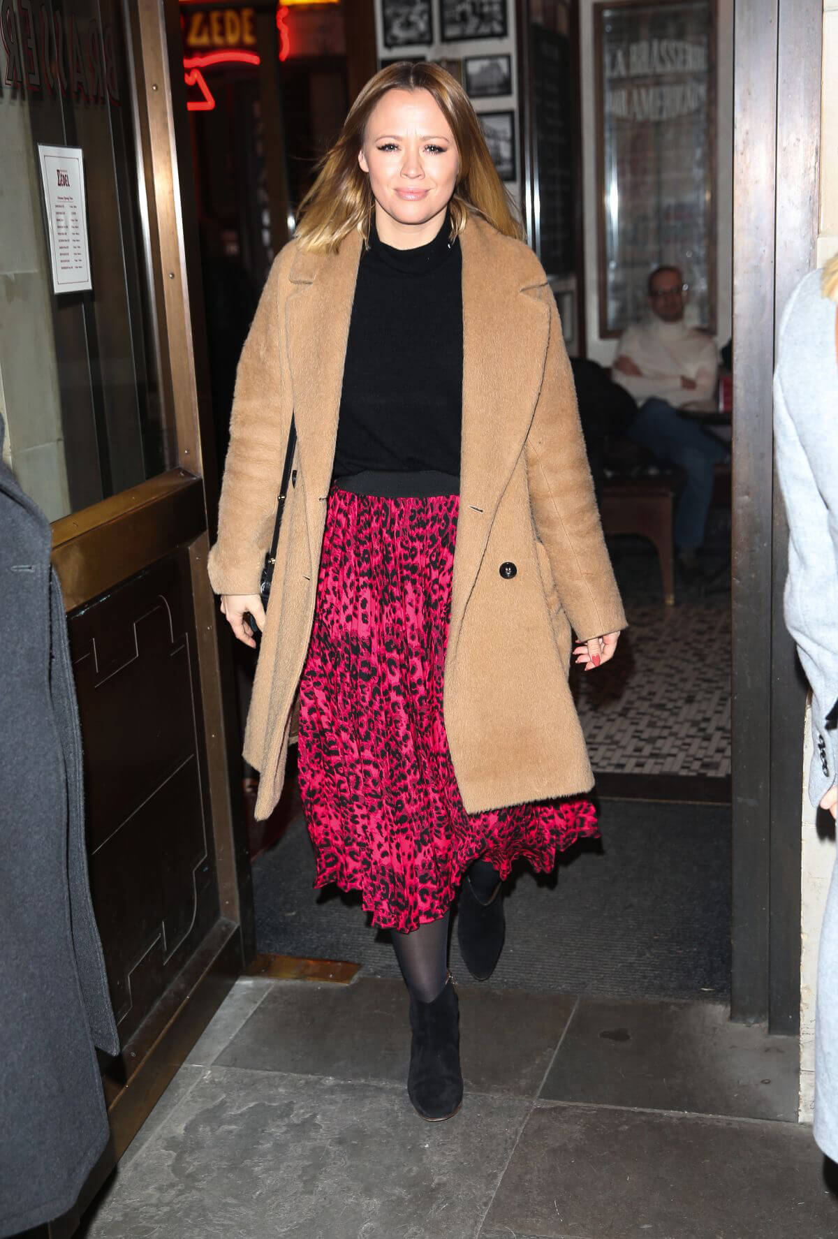 Kimberley Walsh Arrives at Gaby Roslin Special Christmas Show in London 2018/12/09 4