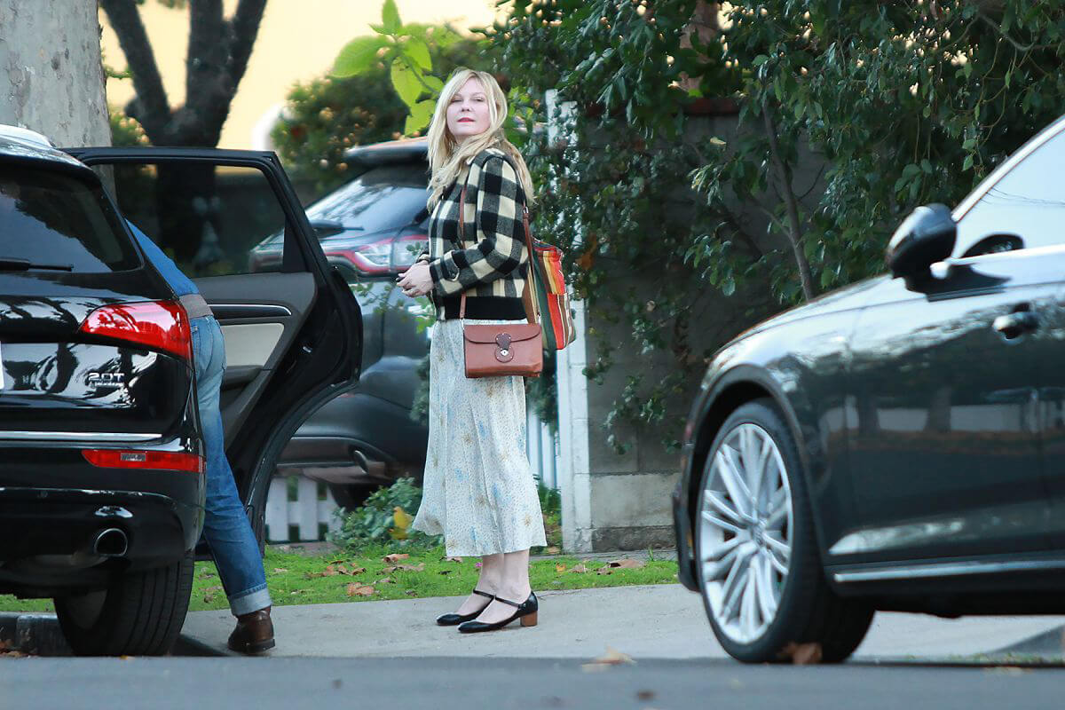 Kirsten Dunst on Christmas Day Out in Los Angeles 2018/12/25 1