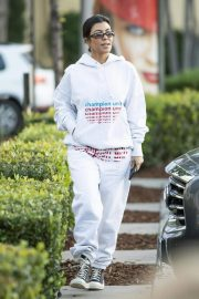 Kourtney Kardashian Out and About in Calabasas 2018/12/02 1