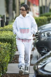 Kourtney Kardashian Out and About in Calabasas 2018/12/02 3