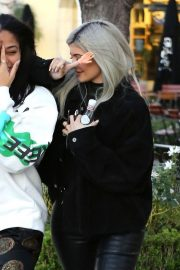 Kylie Jenner and Jordyn Woods Out in Calabasas 2018/12/01 7
