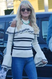Laeticia Hallyday Out and About in Venice Beach 2018/12/15 2