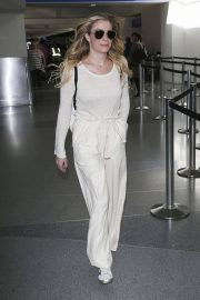 LeAnn Rimes at LAX Airport in Los Angeles 2018/12/26 4