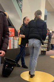 Lily-Rose Depp Out Shopping in Paris 2018/12/24 6