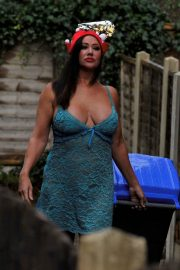 Lisa Appleton on Boxing Day Takes Bins Out 2018/12/26 1