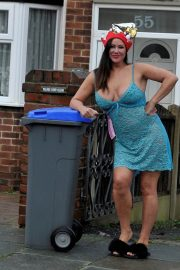 Lisa Appleton on Boxing Day Takes Bins Out 2018/12/26 2