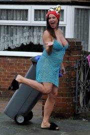 Lisa Appleton on Boxing Day Takes Bins Out 2018/12/26 3