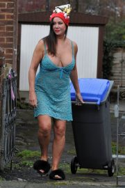 Lisa Appleton on Boxing Day Takes Bins Out 2018/12/26 6
