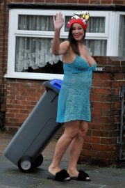 Lisa Appleton on Boxing Day Takes Bins Out 2018/12/26 7