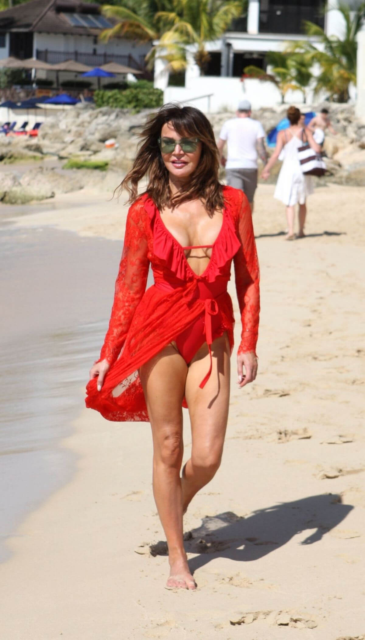 Lizzie Cundy at a Beach in Barbados 2018/12/26 1