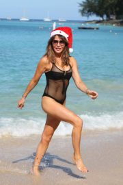 Lizzie Cundy in Swimsuit on Christmas Day in Barbados 2018/12/25 1