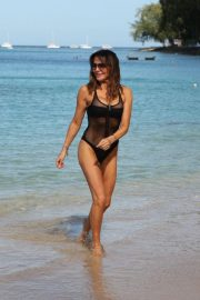 Lizzie Cundy in Swimsuit on Christmas Day in Barbados 2018/12/25 3