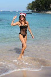 Lizzie Cundy in Swimsuit on Christmas Day in Barbados 2018/12/25 7