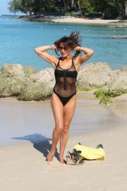 Lizzie Cundy in Swimsuit on Christmas Day in Barbados 2018/12/25 9
