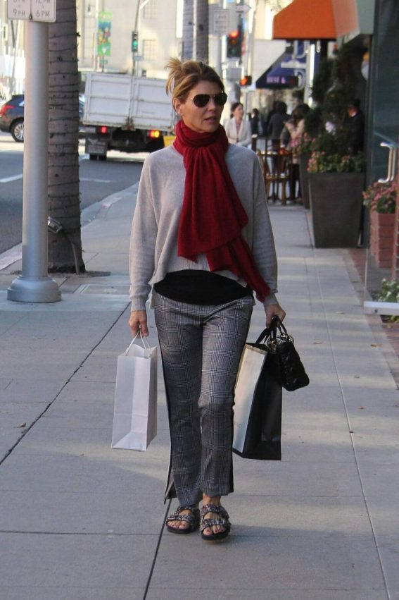 Lori Loughlin Out Shopping in Beverly Hills 2018/12/17 1