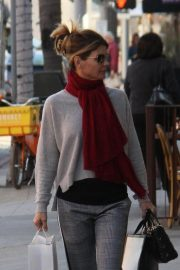 Lori Loughlin Out Shopping in Beverly Hills 2018/12/17 4