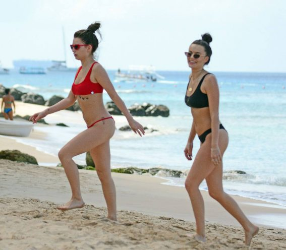 Lottie Moss and Emily Blackwell in Bikini on the Beach in Barbados 2018/12/08 1
