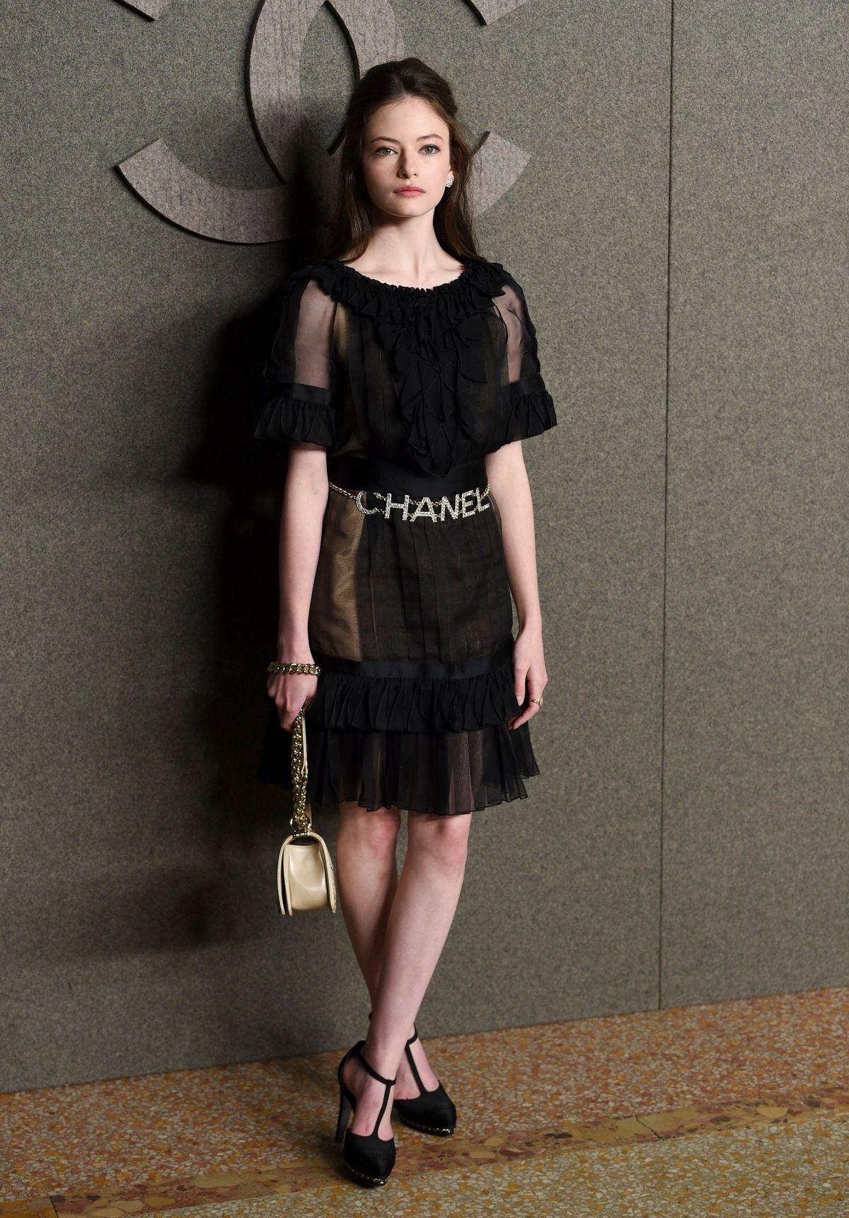 Mackenzie Foy at Chanel Metiers D'Art Show Pre-fall 2019 in New York 2018/12/04 1