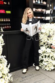 Maddie Ziegler at Daisy Marc Jacobs Popup Newsstand in New York 2018/12/05 6