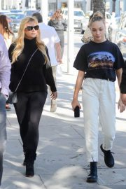 Maddie Ziegler Out Shopping in Los Angeles 2018/12/17 4