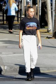 Maddie Ziegler Out Shopping in Los Angeles 2018/12/17 5