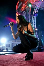 Madison Beer Performs at 102.7 Kiis FM's Jingle Ball in Inglewood 2018/11/30 4