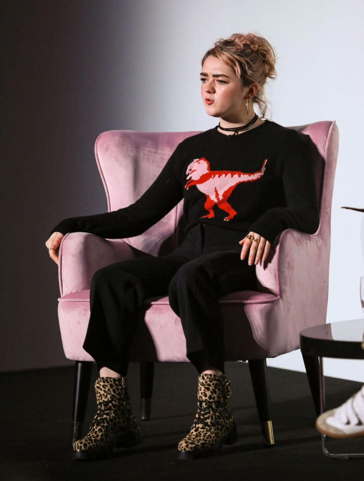 Maisie Williams at Elle Weekender 2018, Day Two at Saatchi Gallery in London 2018/12/01 1