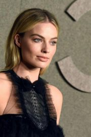 Margot Robbie Arrives at Chanel Metiers D'Art Show Pre-fall 2019 in New York 2018/12/04 11