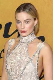 Margot Robbie at Mary Queen of Scots Premiere in New York 2018/12/04 7