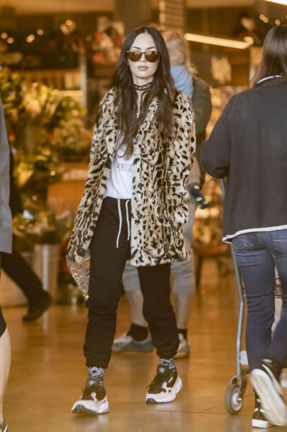 Megan Fox Out Shopping in Los Angeles 2018/12/02 1